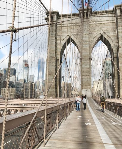 photo op on the brooklyn bridge
